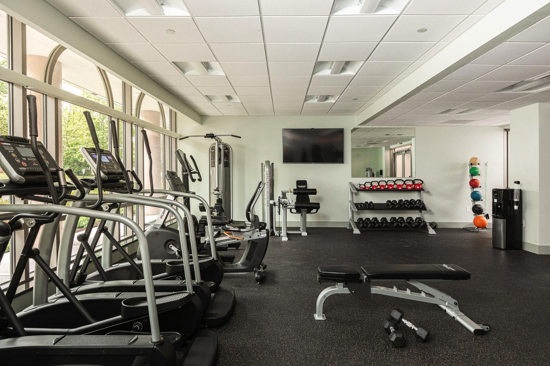 24/7 fitness center